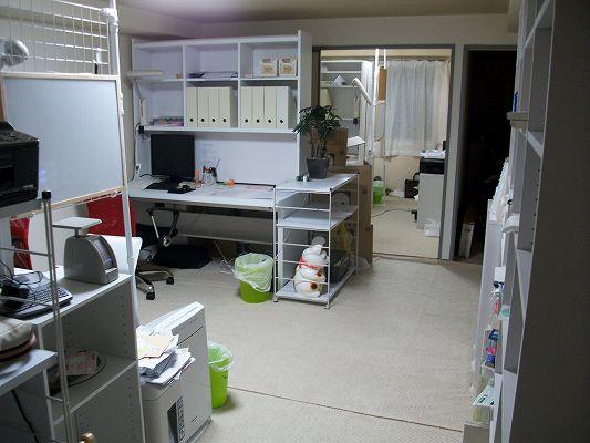行政書士、社会保険労務士事務所の机の写真